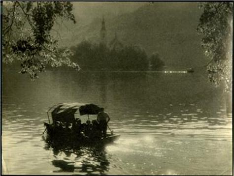 Po jezeru bliz' Triglava